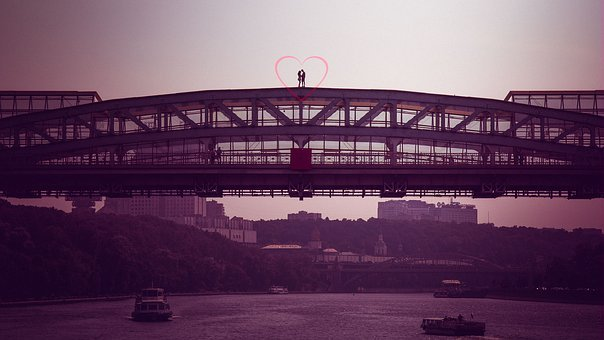 In Love On The Bridge, Moscow, Love, Megalopolis