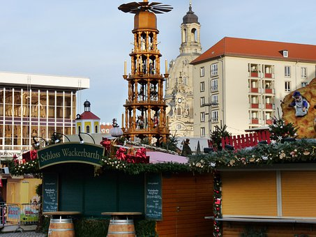 Large Christmas Pyramid, Dresdner Striezelmarkt 2012