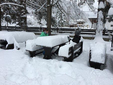 Bulgaria, Stara Planina, Ribaritsa, Village, Snow
