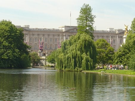 Buckingham Palace, Bridge, St James, Park, London