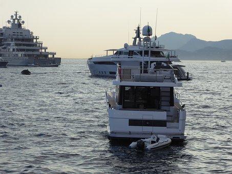 Superyachts, Megayachts, Luxury Yachts