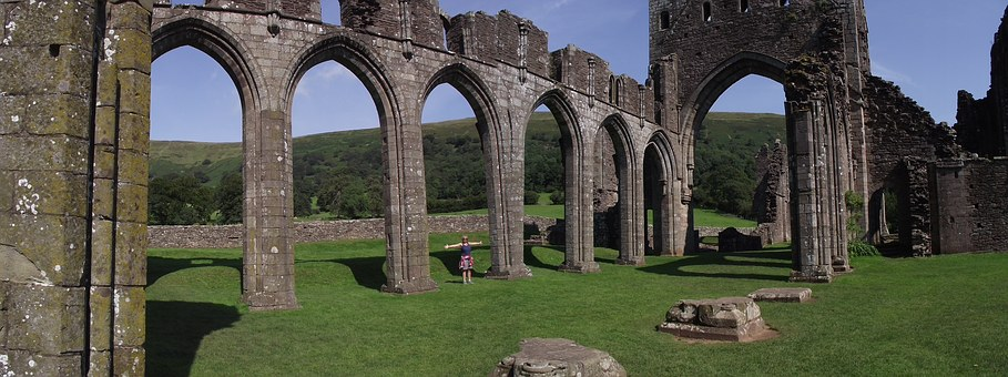 Llanthony Priory, Golden Valley, Black Mountains, Ruins
