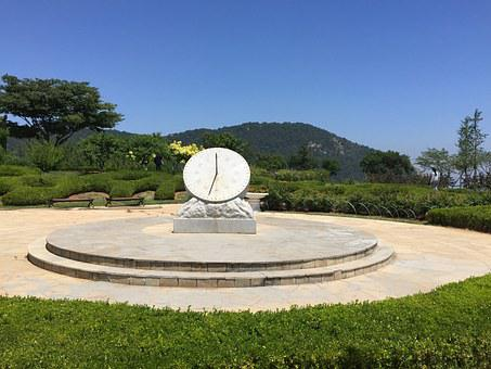 Sundial, Ocean Plaza Yun, Time