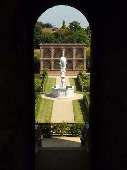 Kenilworth Castle, Elizabethan Garden, Atlas, Fountain