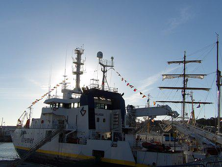Oceanographic Vessel, Ifremer, Scientist