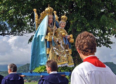 Corpus Christi, Observance, Madonna