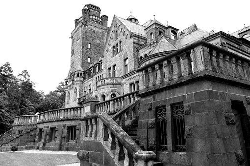 Castle, Waldhausen, Dracula, Shudder, Black White