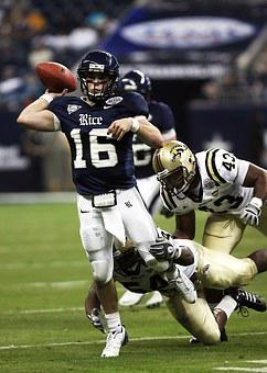 Quarterback, Football, Throwing Pass, Tackle, Sport