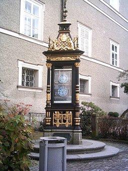 Salzburg, Golden, Thermometer Column