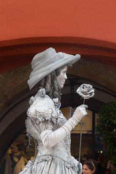 Innsbruck, Street Artists, Silver Lady