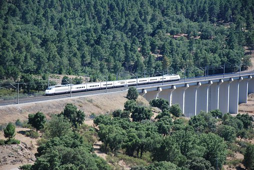 Mines Fork, Train, Infrastructure