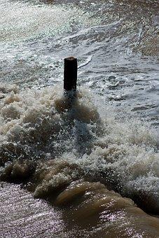 Flood Tide, Spray, Wave, Timber Post, North Sea, Coast