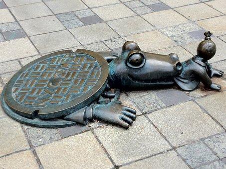 Brooklyn Street Art, Ny Sewer, Sculpture, Alligator