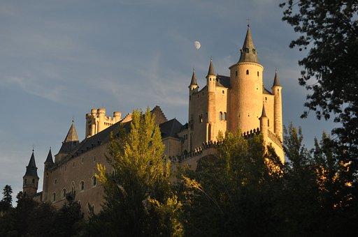 Segovia, Alcazar, Moon