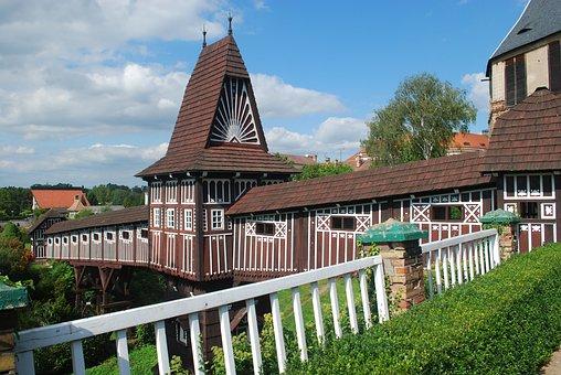 Nove Mesto Nad Metuji, Castle Garden, Architecture