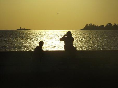 Photo, Backlight, People, Friendship, Walk, Tourists