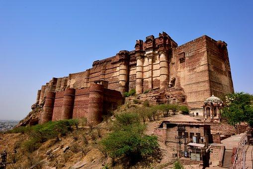 India, Coke Puerta, Merlin Garr Castle