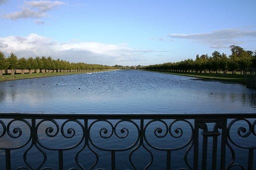 Hampton Court, Lake, Grid, Gradil, England, Infinity