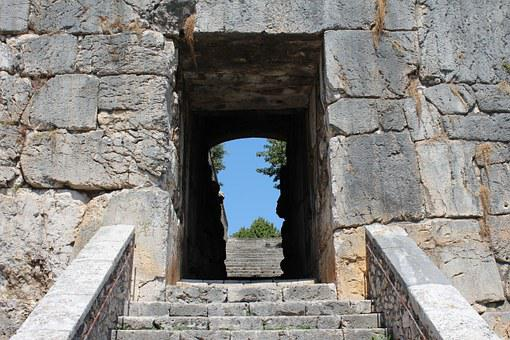 Alatri, Porta Maggiore, Scale, Acropolis