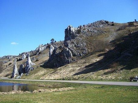 Swabian Alb, Eselsburg Valley, Stone Virgins