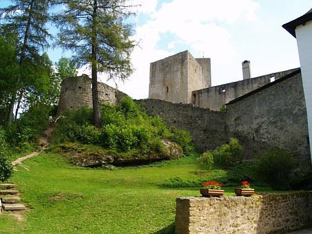 Landštejn, Castle, The Fortifications, Romanesque Style