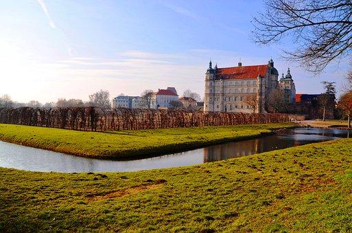 Castle, Güstrow, Mecklenburg, Water
