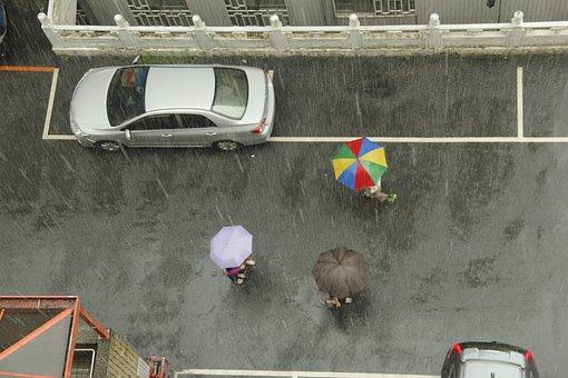 Rain, Intermittent, Pedestrian 32, Dark