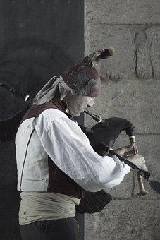 Piper, Santiago Of Compostela, Obradoiro