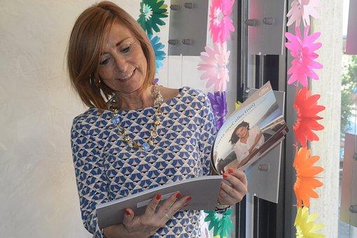Woman, Fasion, Magazine, Reading, Curiouse