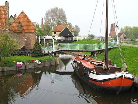 Enkhuizen, Canal, Boats