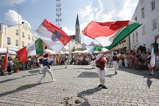 Flag Wavers, Marketplace, Waldkirchen