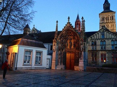 Maastricht, St Servatius, Evening