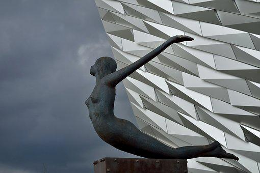 Belfast, The Titanic Museum, The Statue, Wall