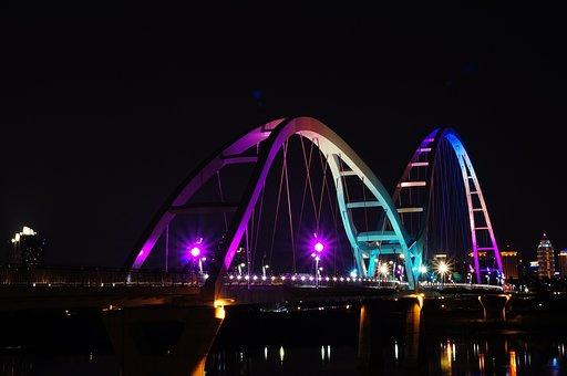Crescent Bridge, Xinbei, Night