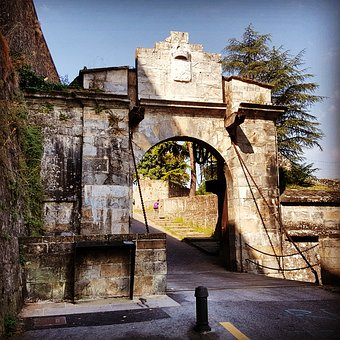 Portal, France Portal, Pamplona, Lift Gate