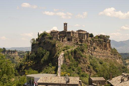 Civita, Bagnoregio, Hills