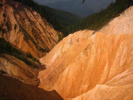 The Pit, Ruginasa, Romania, Transylvania, Relief