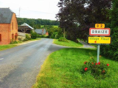 Draize, France, Village, Buildings, Street, Road, Sign