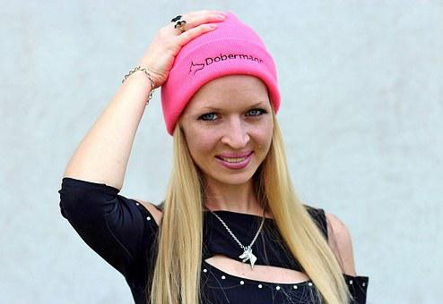 Sapien Woman, Blonde, Doberman, Hat, Pink