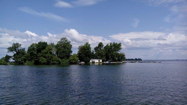 Lake St-françois, Navigation, Island Restaurant