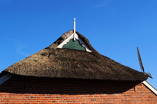 Old Fehnhaus, Gable, Thatched Cover, East Frisia