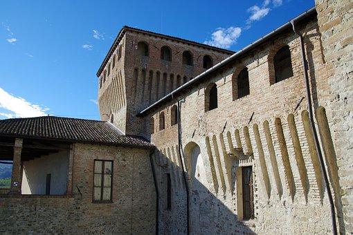 Toasting, Castle Toasting, Langhirano, Parma