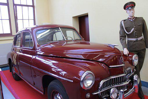 Cars, Antiques, Monuments, Warsaw M20