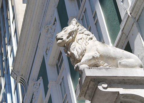 Boardwalk, Campos Dos Goytacazes, Statue Of A Lion