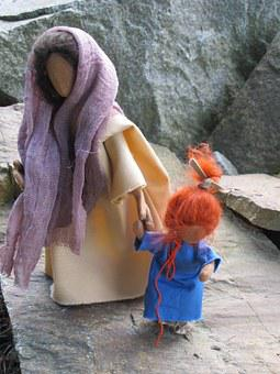 Woman, Child, Stones, Go, Eglifigur