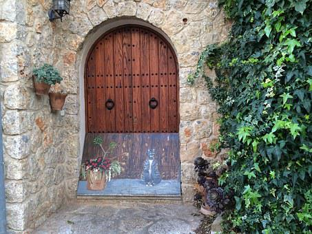 Mallorca, Alaró, Pavement Folded Up, Door, Goal