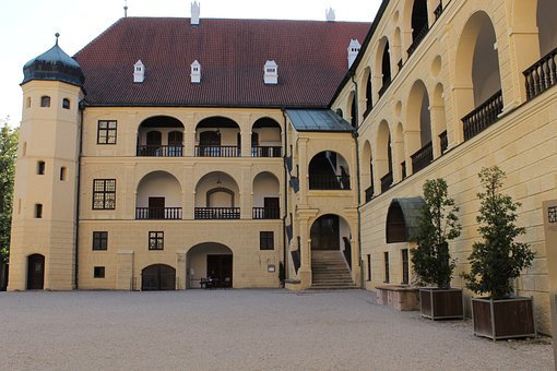 Castle, Trausnitz, Historically, Middle Ages