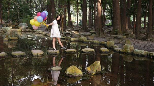 Pingtung, Chaozhou, 8 Forest, Girls, Pond, Balloon
