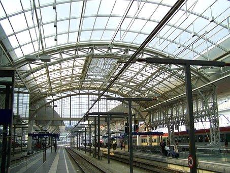 Salzburg Hauptbahnhof, Metal Roofing, Rails