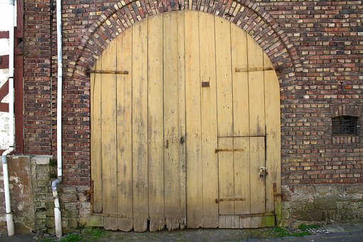 Old Gate, Old Door, Wall, Lapsed, Barn, Brick